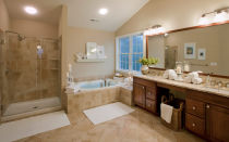 Изысканная бежевая ванная