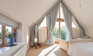 Как подобрать шторы на сложные мансардные окна