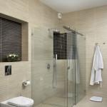 Фото: Для достижения большей площади объедините туалет и душевую