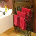 Фото: Переносной полотенцедержатель