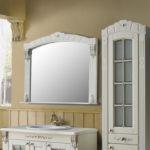 Фото: Зеркало с белым обрамлением