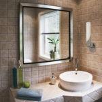 Фото: Квадратное зеркало с обрамлением