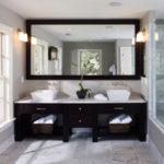 Фото: Зеркало для двух раковин