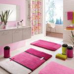 Фото: Коврики для ванной в розовом стиле