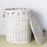 Фото: Белая плетенная корзина
