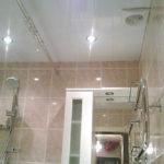 Фото: Точечные светильники в ванной комнате
