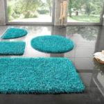 Фото: Яркий коврик для ванной комнаты