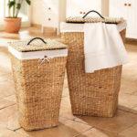 Фото: Плетеная корзина для белья в ванную