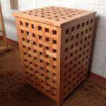 Фото: Деревянная корзина для белья в ванную