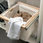 Фото: Корзина для белья в ванную комнату с выдвижным механизмом