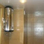 Фото: Серебристый водонагреватель