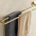 Фото: Настенная золотая вешалка для полотенец