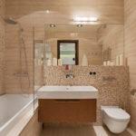 Фото: Бежевая ванная комната из плитки мозайки