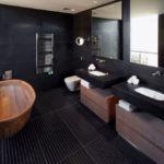 Фото: Большая ванная комната в черном цвете