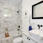 Фото: Большая светлая ванная комната