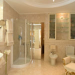 Фото: Красивая бежевая ванная комната
