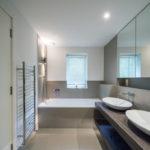 Фото: Красивая большая ванная комната
