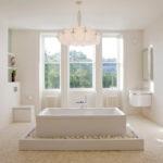 Фото: Красивая светлая ванная комната