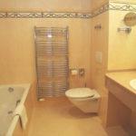 Фото: Необычная бежевая ванная комната