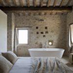 Ванная комната в спальне в стиле кантри