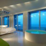 Просторная ванная совмещенная со спальней