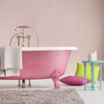 Необычная розовая ванная