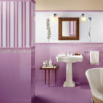 Малиновая ванная с зеркалом