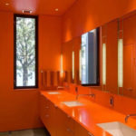 Ванная комната ядовито оранжевого цвета