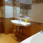 Капитальный ремонт ванной коричневого цвета