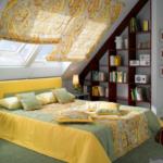 спальня на мансарде желтого цвета