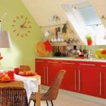Кухня на мансарде в красном цвете